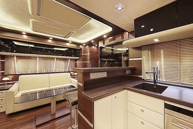 La compagnie Ketterer n'utilise pour la finition intérieure de leurs autocaravanes que des matériaux luxueux et une technologie à la fine pointe.
