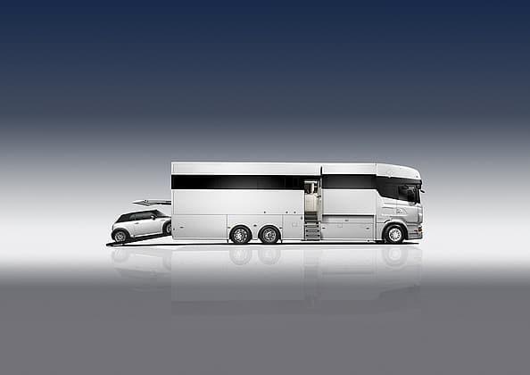 Le modèle Sports & Business V1 permet de combiner un espace de vie luxueux (couche 5 personnes) et des quartiers multifonctionnels de 6m2 pour y ranger sa voiture par exemple.